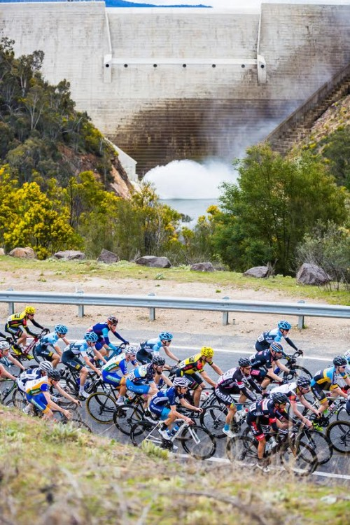 The Peloton passes the Cotter Dam2015 National Capital TourStage 2 - Corin Forest Mens Road Race | September 19 Canberra to Corin Forest (136.43km)